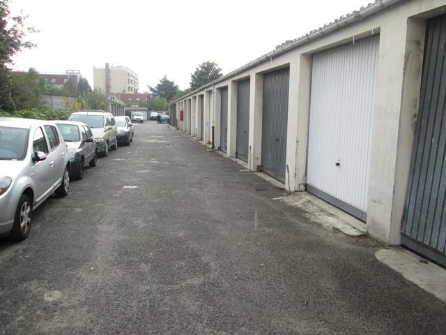 location parking deuil la barre