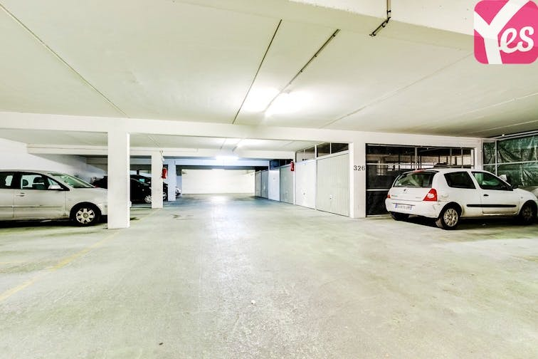 location parking paris 18