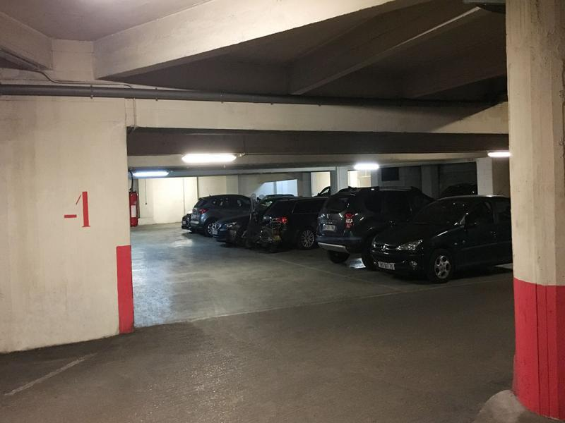 place parking 75003