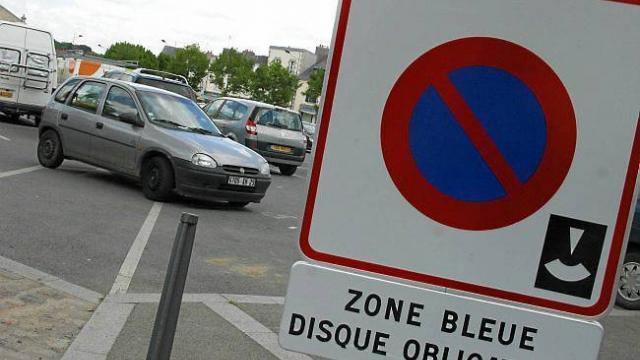 place parking bleu espagne