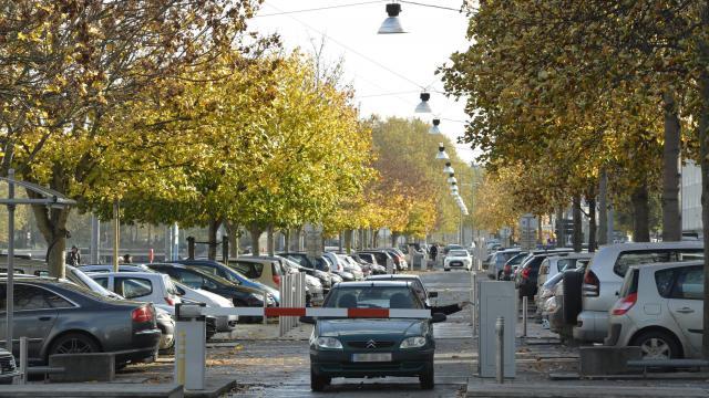 place parking gratuit caen