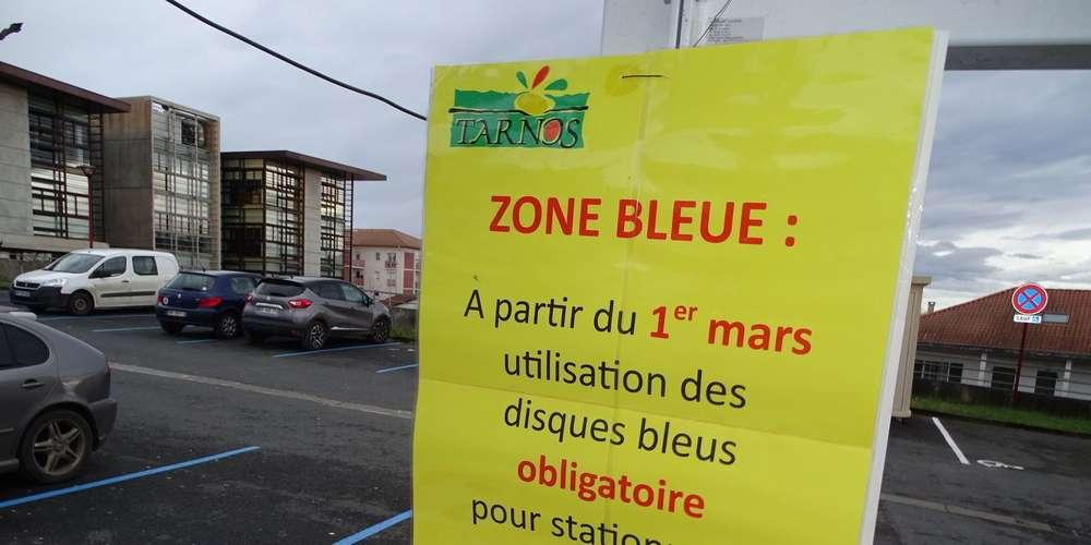 place parking marquage bleu
